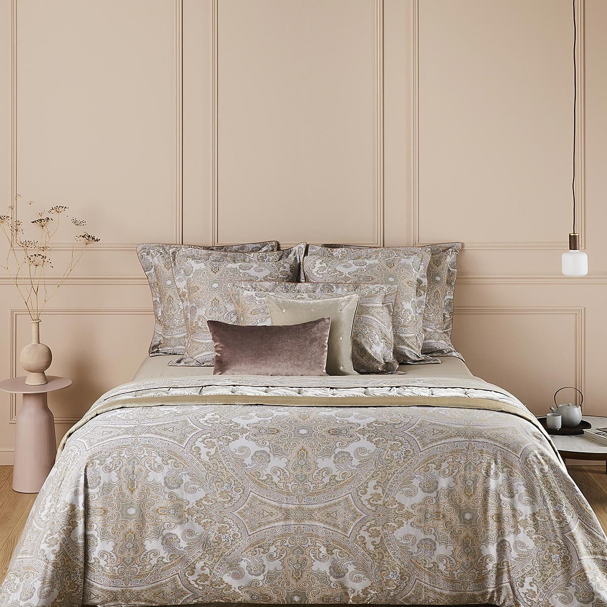 CACHEMIRE Bed Series